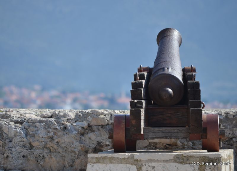 Cannon on the walls (Korčula, Croatia, 2017)