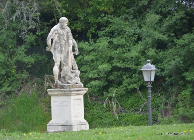 Statue in Park Salvi (Vicenza, Italy, 2017)