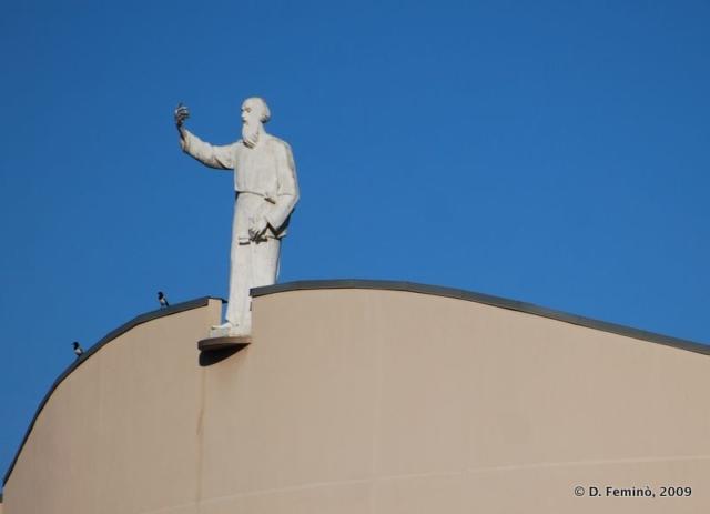 Statue on a roof (Tirana, Albania, 2009)