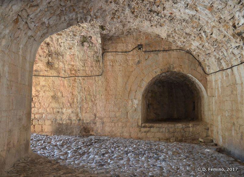 Tunnel in Rozafa castle (Shkodër, Albania, 2017)