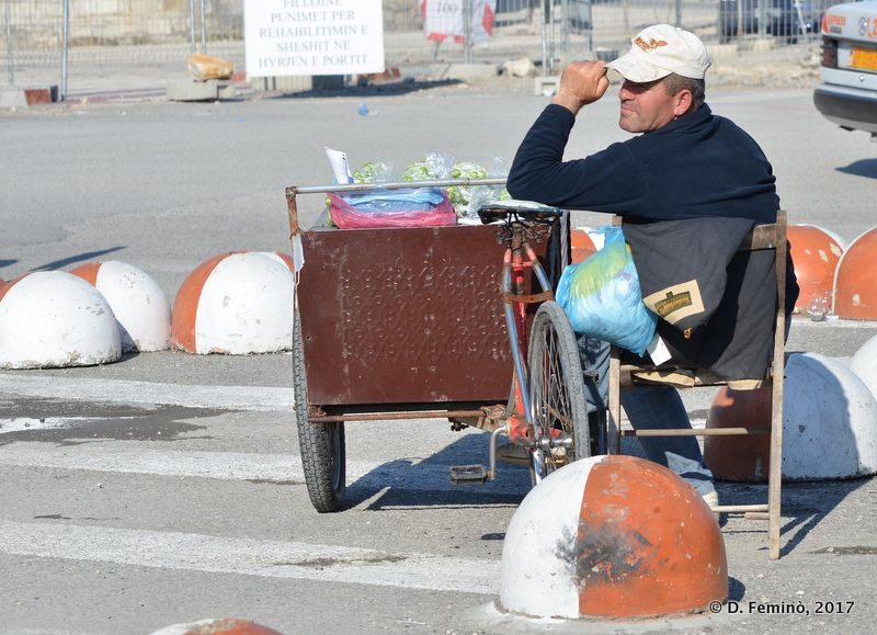 Waiting for customers (Durrës, Albania, 2017)