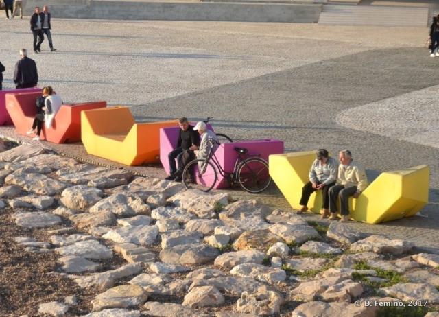 Modern benches (Durrës, Albania, 2017)
