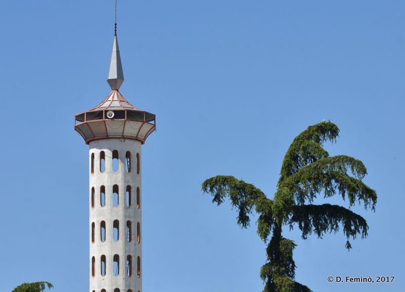 Bizarre minaret (Fier, Albania, 2017)