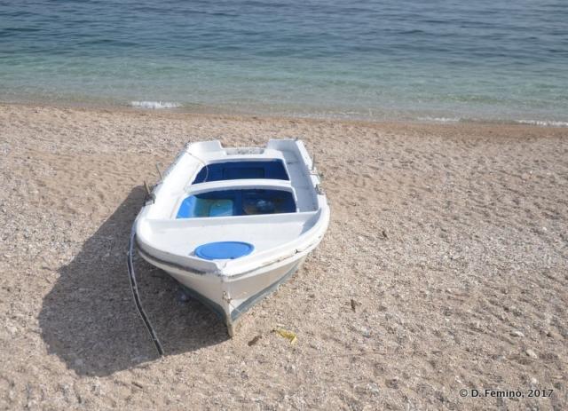 Little boat on the beach (Sarandë, Albania, 2017)