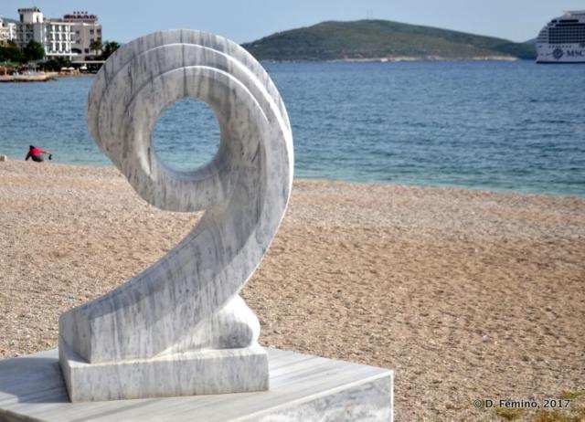 Marble monument (Sarandë, Albania, 2017)