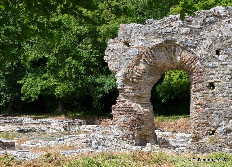 Roman arch (Butrint, Albania, 2017)