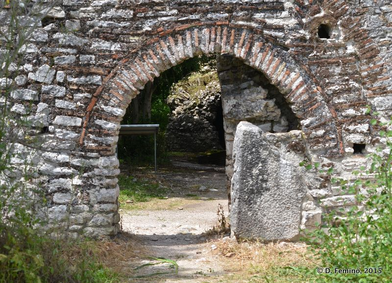 A gate in the wall (Butrint, Albania, 2017)