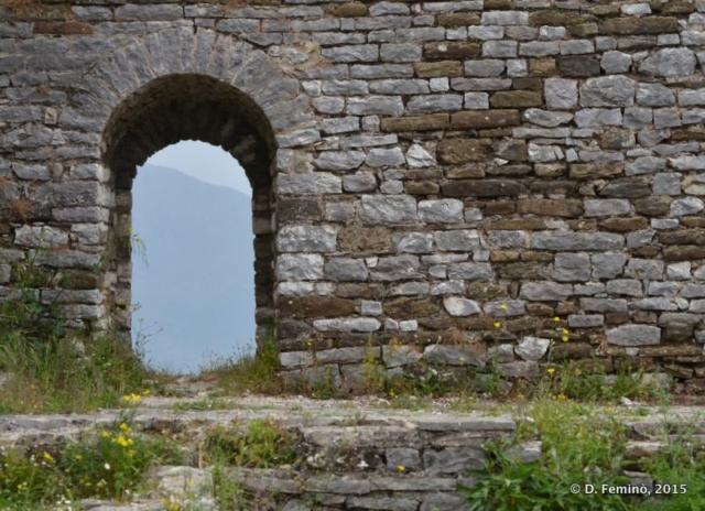 Window in castle's walls (Gjirokastër, Albania, 2017)