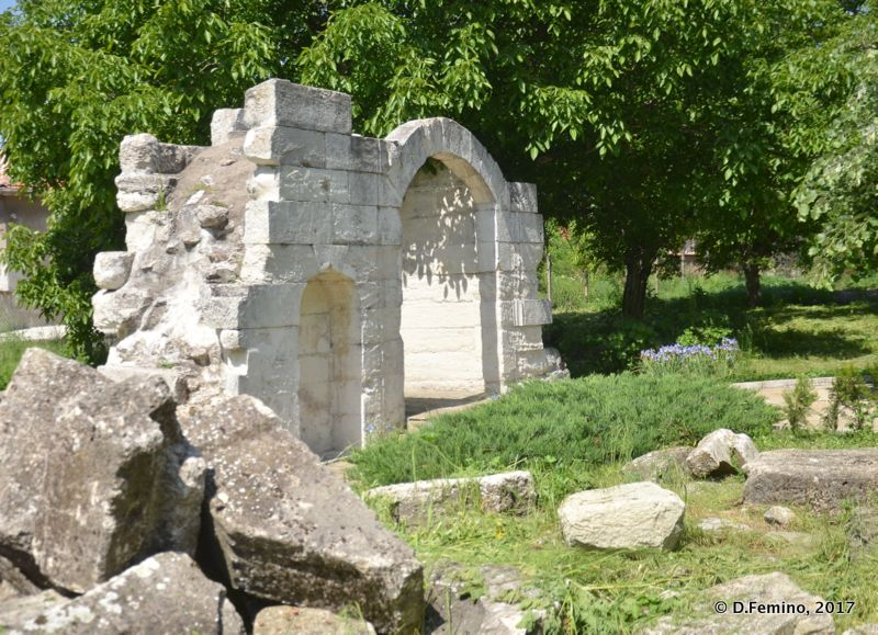 Arch ruins (Uzundjovo, Bulgaria, 2017)