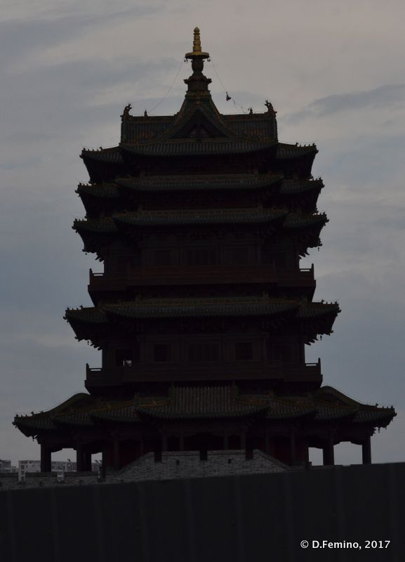Drum tower silhouette (Datong, China, 2017)