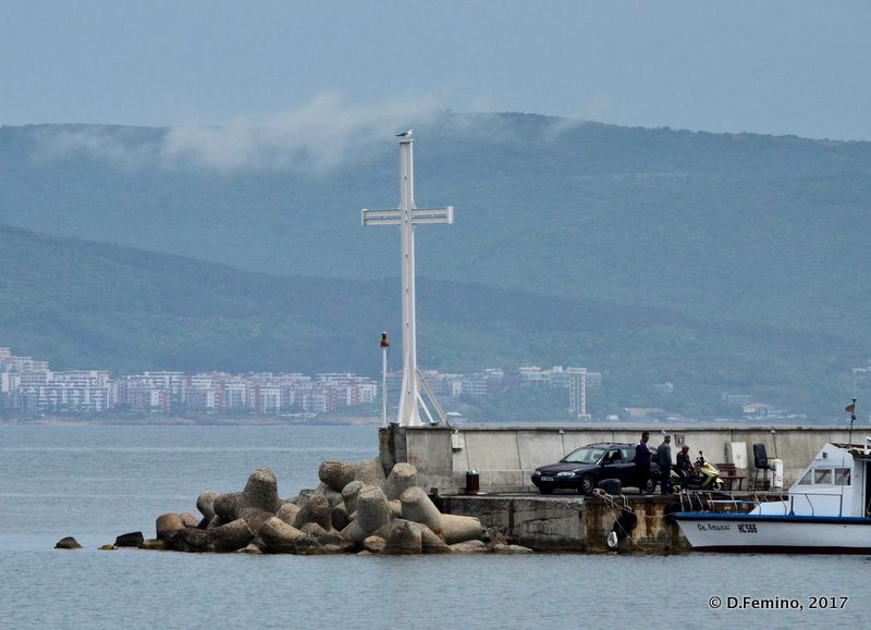 Cross on the dock (Nesebar, Bulgaria, 2017)