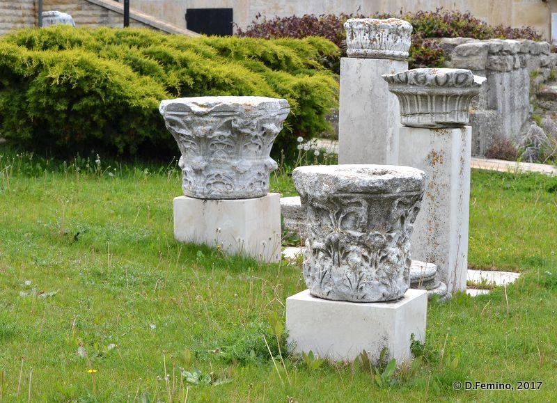 White columns (Nesebar, Bulgaria, 2017)