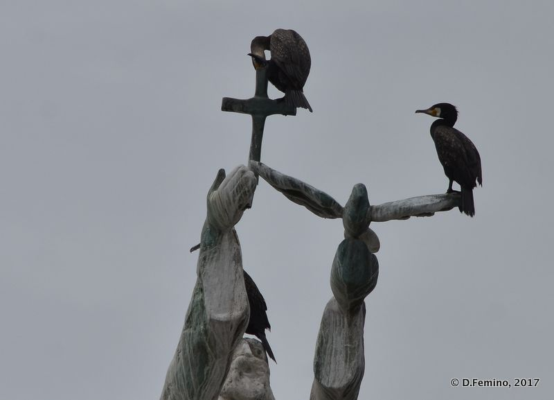 Black birds on a statue (Nesebar, Bulgaria, 2017)
