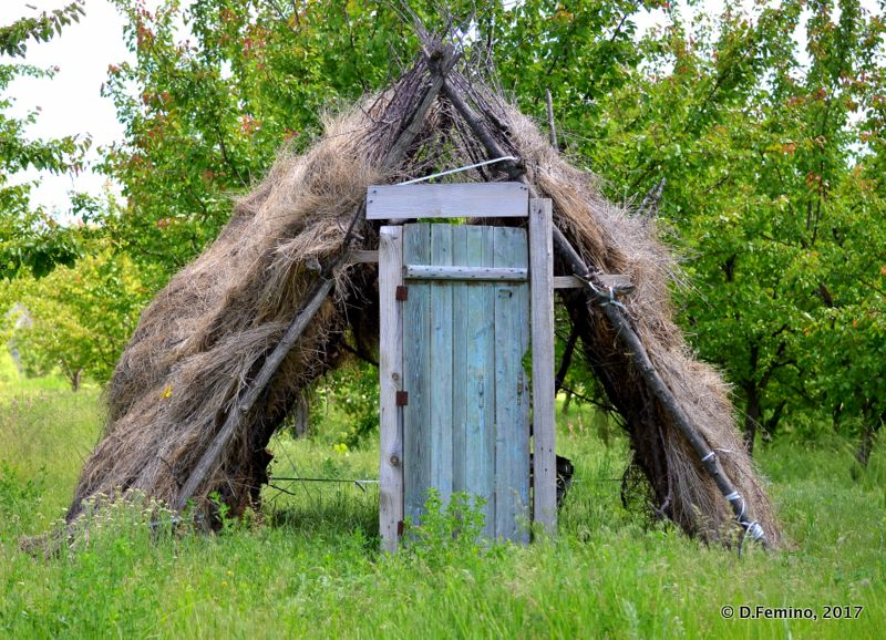Country hut (Orheiul Vechi, Moldova, 2017)