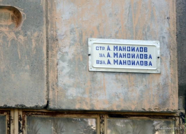 Street sign in 3 languages (Tiraspol, Trasnistria, 2017)