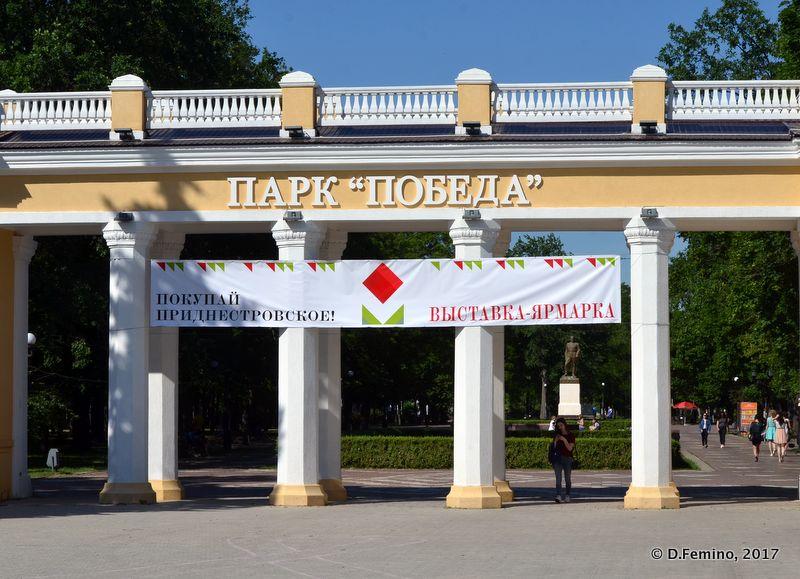 Park Pobedy Gate (Tiraspol, Trasnistria, 2017)