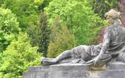 Statue in Peleș Castle gardens