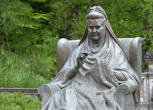 Statue of queen Elizabeth of Romania (Sinaia, Romania, 2017)