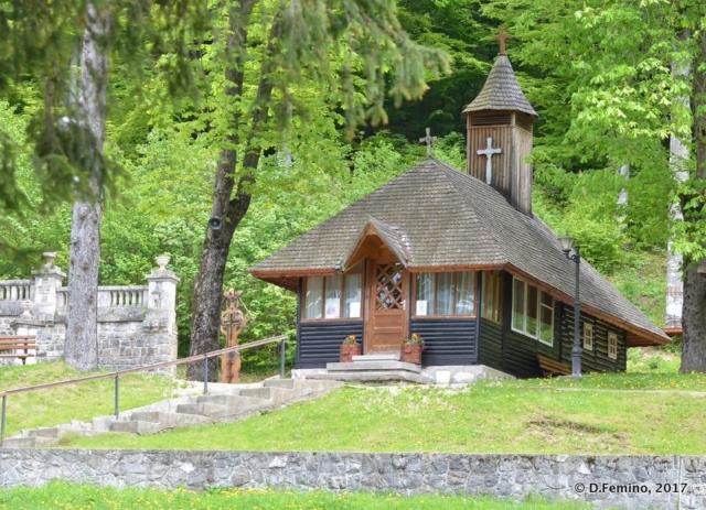 Small hut (Cantacuzino Castle, Romania, 2017)