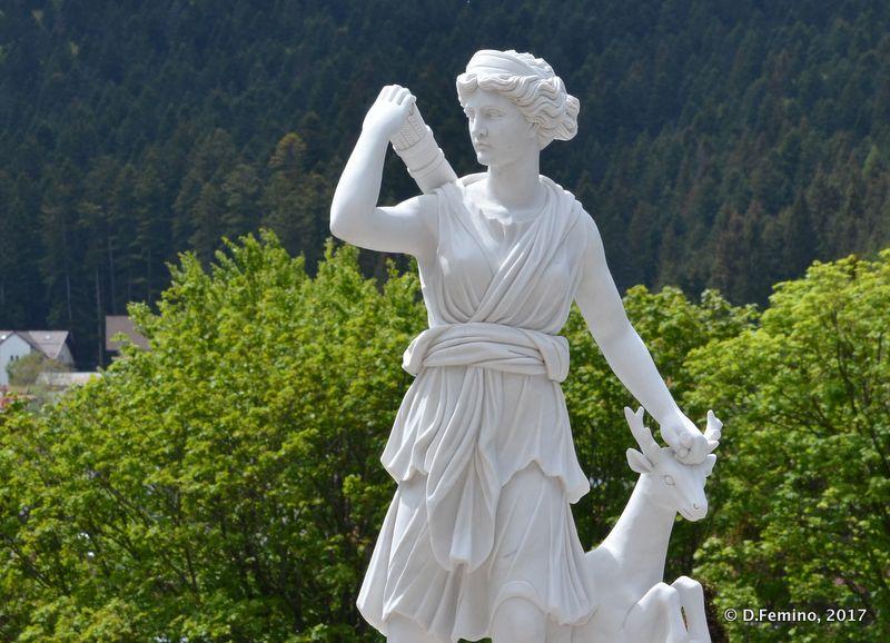 Classic statue (Cantacuzino Castle, Romania, 2017)