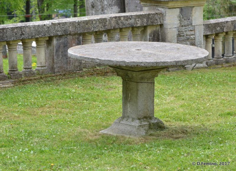 Stone table (Cantacuzino Castle, Romania, 2017)
