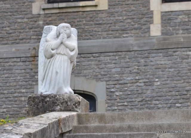 Angel statue (Cantacuzino Castle, Romania, 2017)