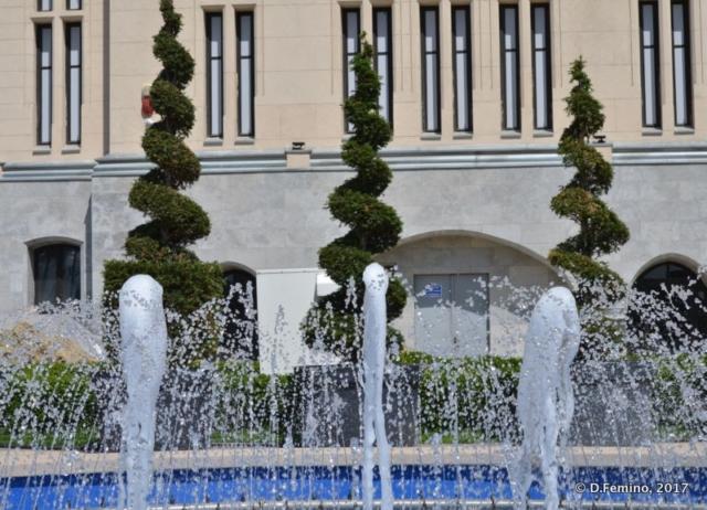 Fountain and hedges (Iași, Romania, 2017)