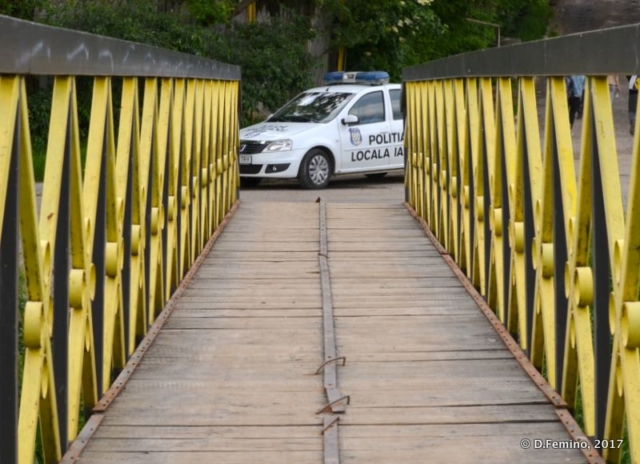 Waiting at the end of the bridge (Iași, Romania, 2017)