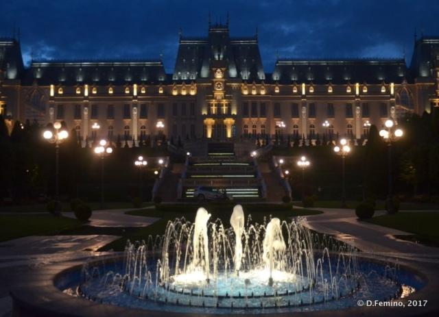 Palace of culture at night (Iași, Romania, 2017)