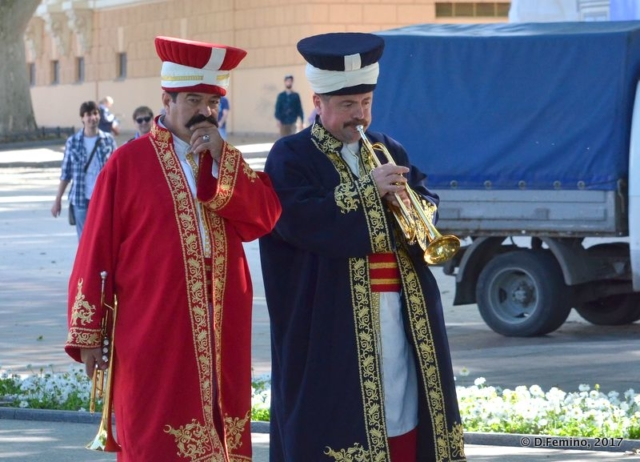 Playing trumpets (Odessa, Ukraine, 2017)