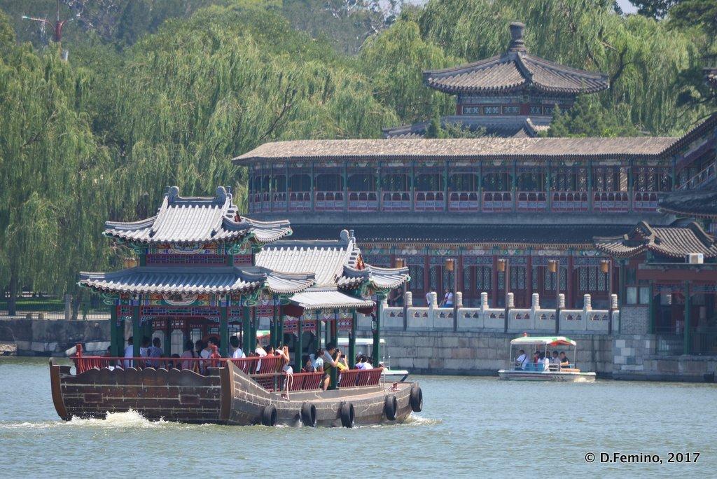 Boat on Beihai lake