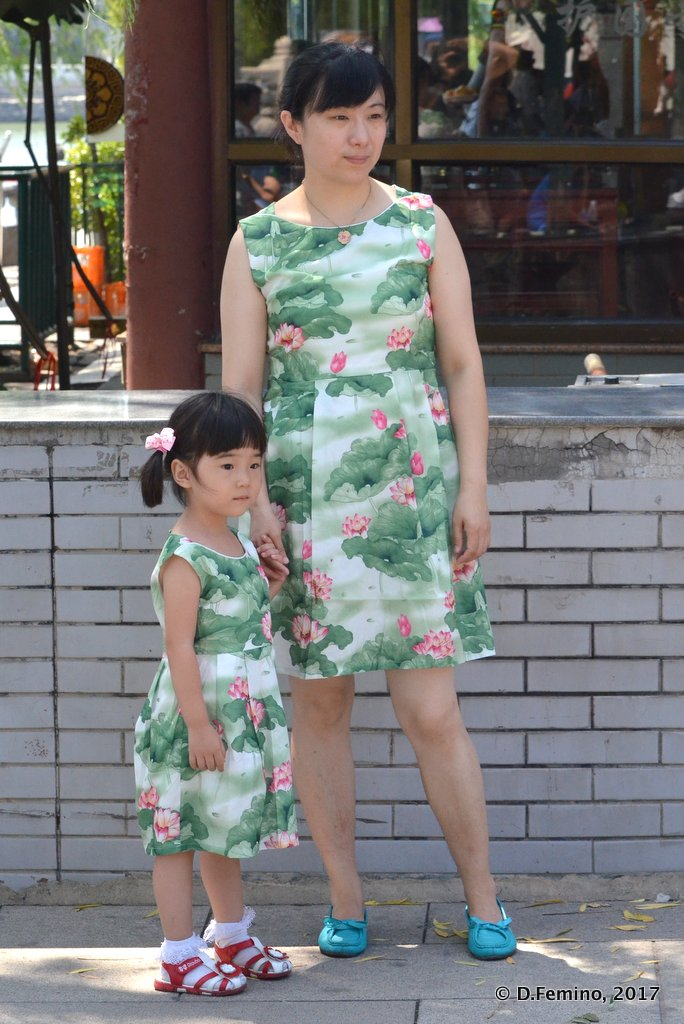 Same dress for mom and daughter
