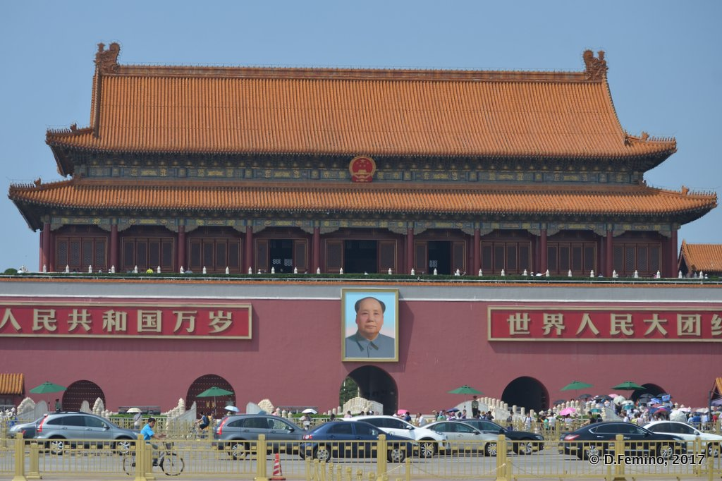 Tienanmen gate with Mao's portrait