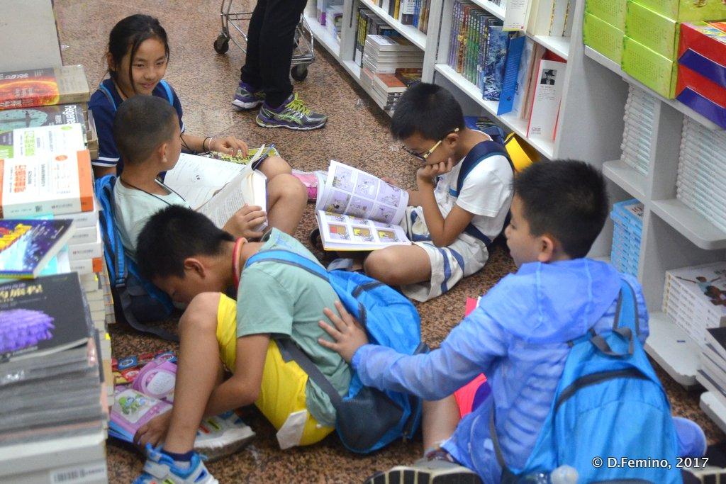 Children in Wangfujing bookstore