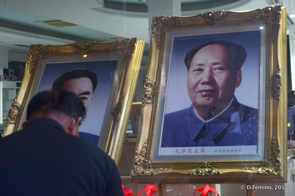 Honouring Mao's portrait at night