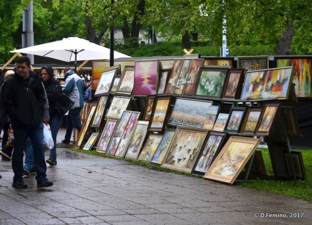 Paintings sold in the street (Tallin, Estonia, 2017)