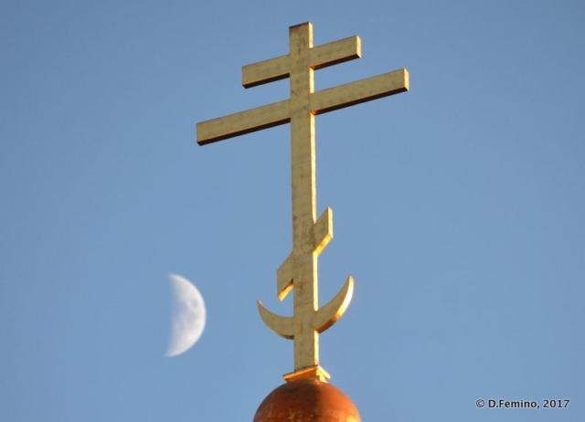 Golden cross and half moon (Tallin, Estonia, 2017)