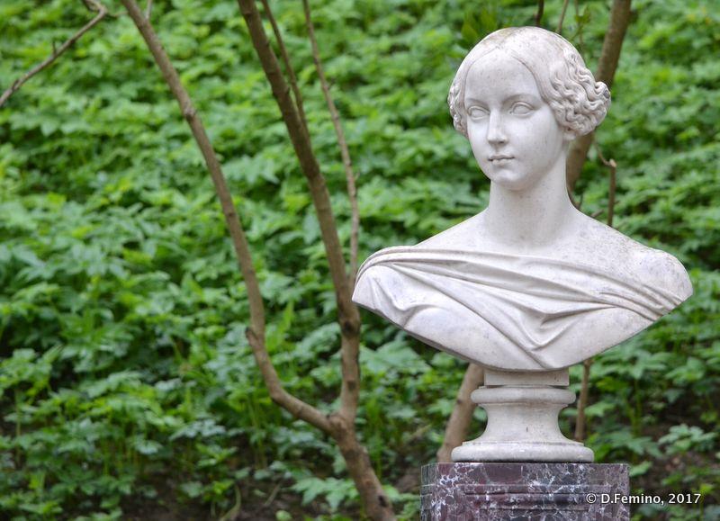 Bust of a woman (Peterhof, Russia, 2017)