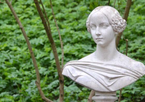 Bust of noble woman in Peterhof