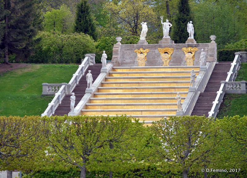 Golden stairs (Peterhof, Russia, 2017)