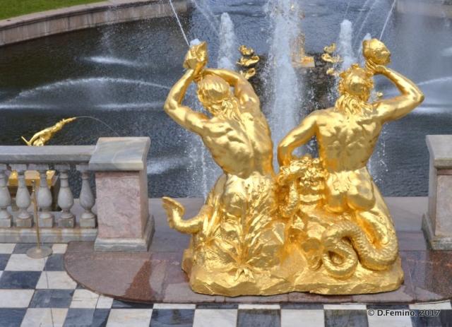 Golden statues (Peterhof, Russia, 2017)