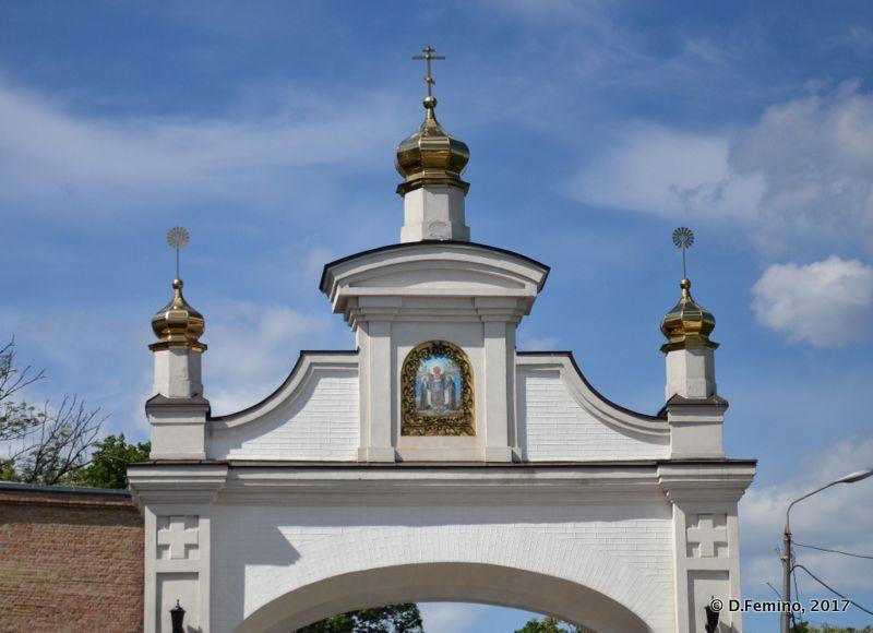 Gate in Kyevo-Pecherska Lavra (Kiev, Ukraine, 2017)
