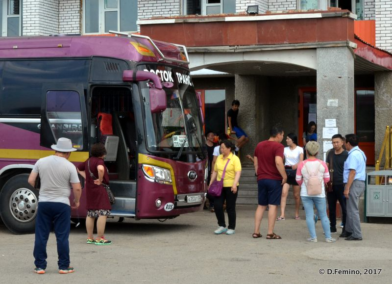 Disembarking for lunch (Altanbulag, Mongolia, 2017)