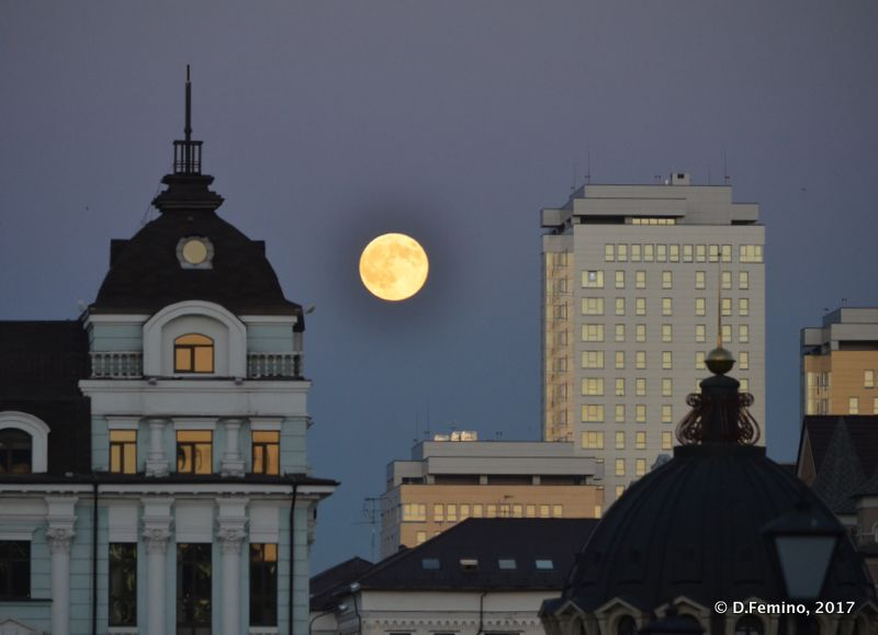 Full moon over the town (Kazan, Russia, 2017)