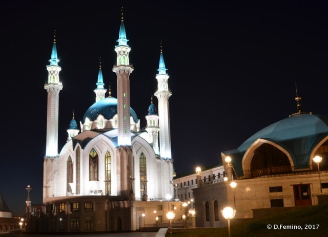 Qolşärif Mosque at night (Kazan, Russia, 2017)