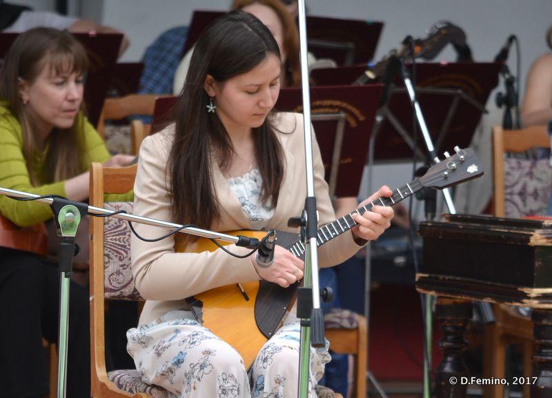 Folk guitar player (Yekaterinburg, Russia, 2017)