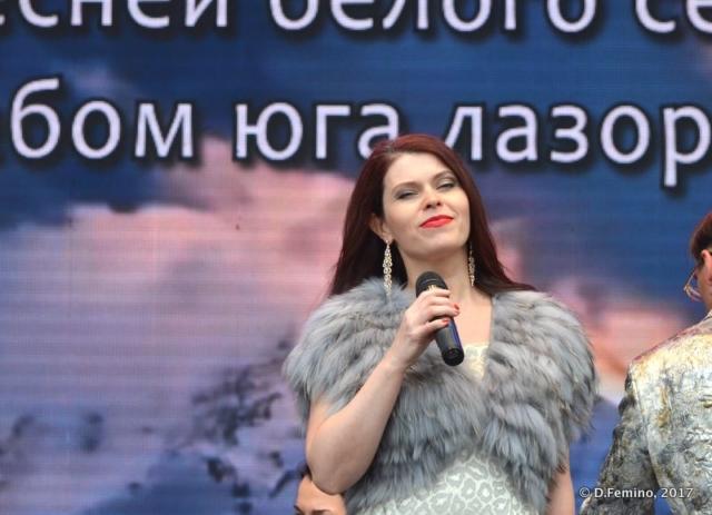 Beautiful lady singing (Yekaterinburg, Russia, 2017)