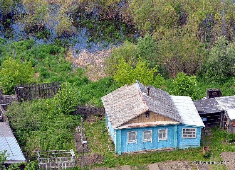Wooden house near the river (Tobolsk', Russia, 2017)