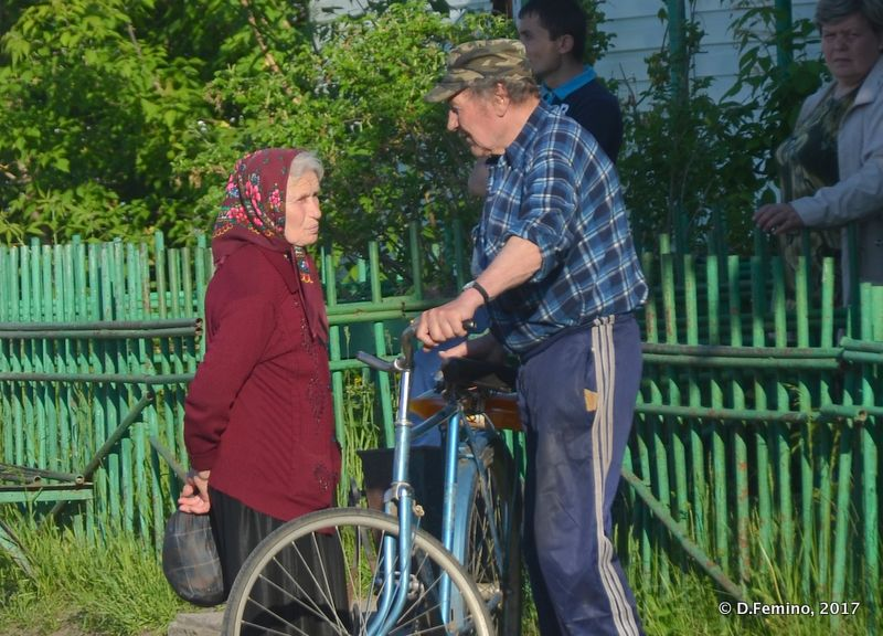 Talking in the street (Abalak, Russia, 2017)