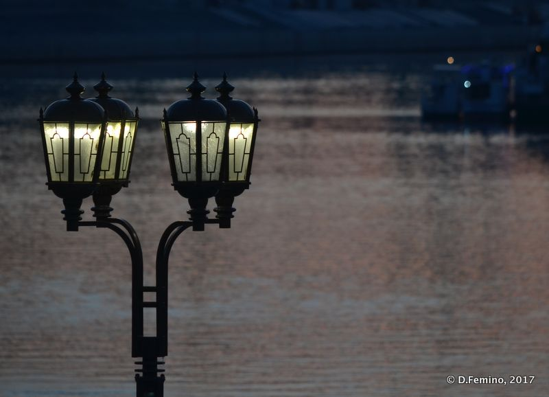 Lamp by the river (Tyumen, Russia, 2017)